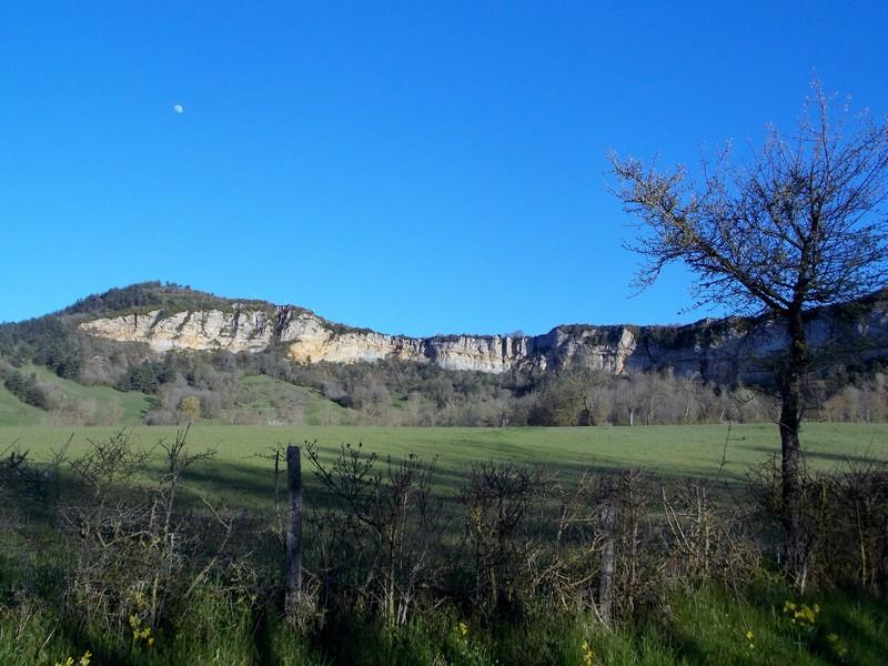levé de lune sur les falaises d'Alteyrac