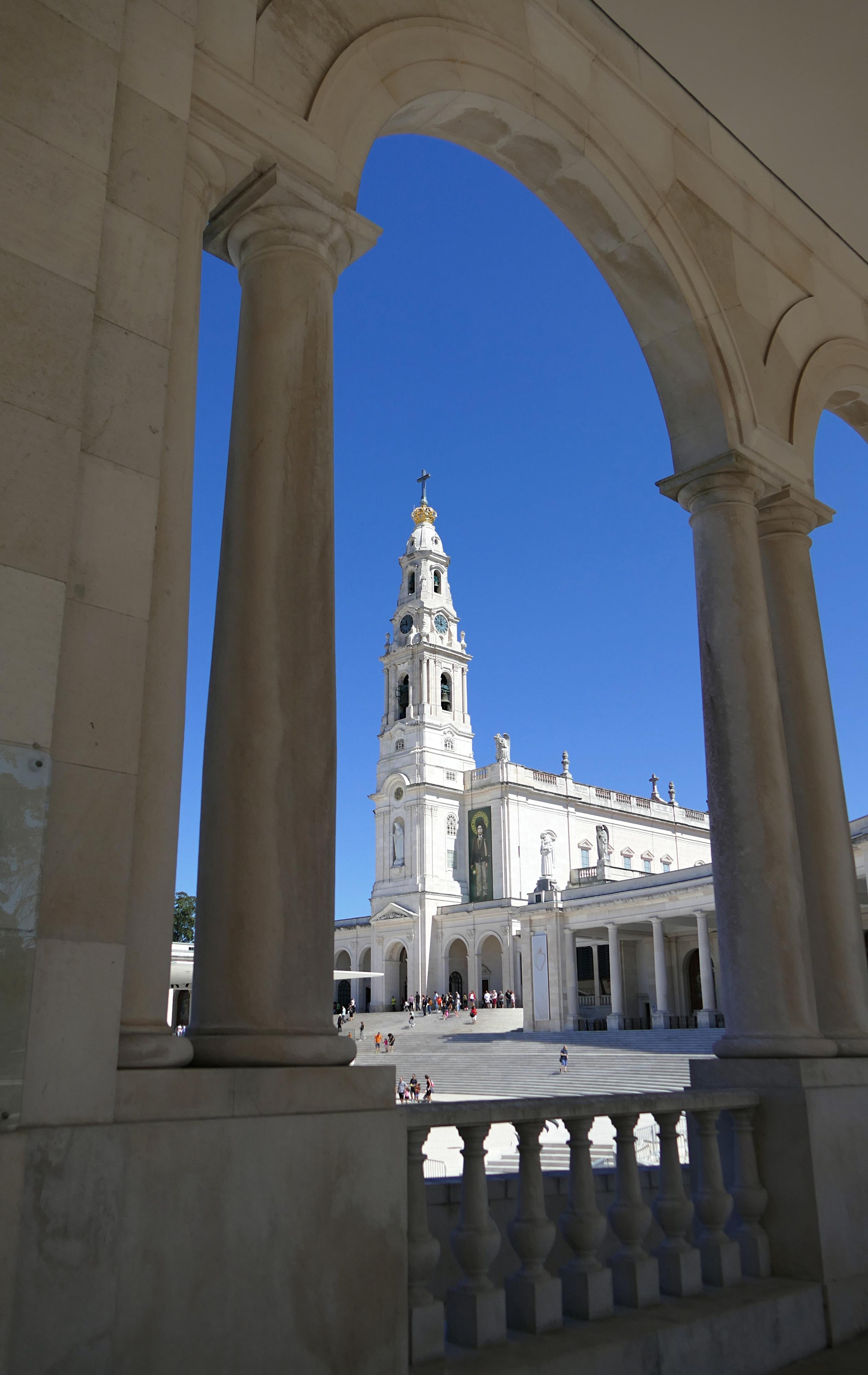 Tour Basilique Notre Dame du Rosaire Fatima Portugal